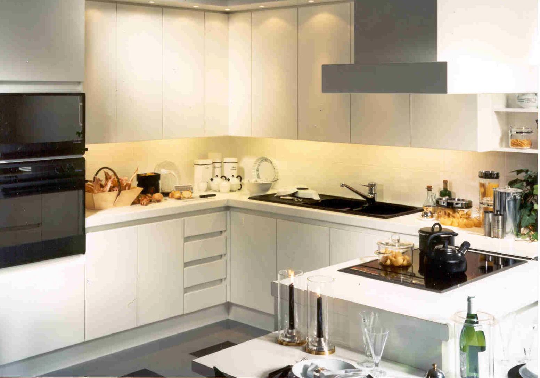 Moderne Keukens Afbeeldingen: Keuken apparatuur voorbeelden moderne.